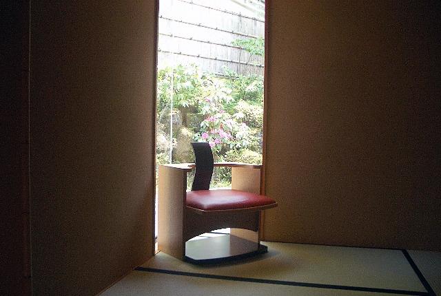 廊下から見る石楠花