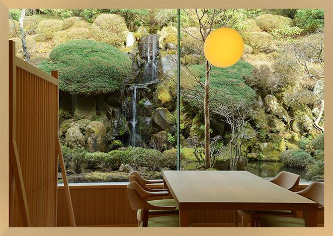 仙郷楼の奥の樹々